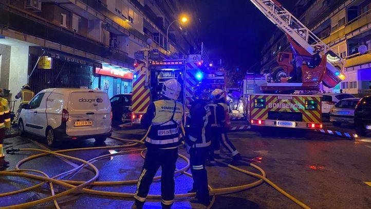 Dos heridos graves en un incendio en un bloque de viviendas en Leganés