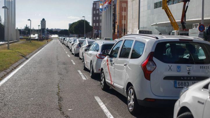 Los taxistas confían en ofertar servicios con precio máximo cerrado en enero