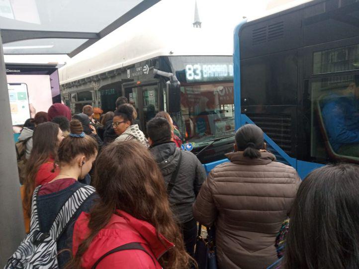 Retrasos y quejas entre los viajeros: así han comenzado los paros de la EMT