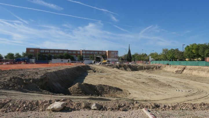 La rotura de una tubería de agua del Canal de Isabel II inunda las obras del polideportivo San Isidro