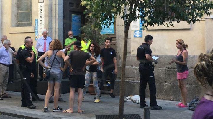 Los vecinos de Chueca piden el cierre de la Iglesia de San Antón por atraer la vuelta de la heroína al barrio