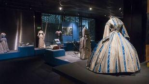 Exposición ¡Extra, moda! en el Museo del Traje