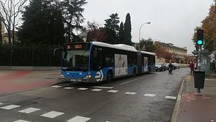 Las aglomeraciones y los retrasos en los buses acaban con la paciencia vecinal