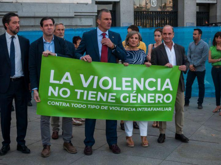 Vox en el minuto de silencio por la violencia de género