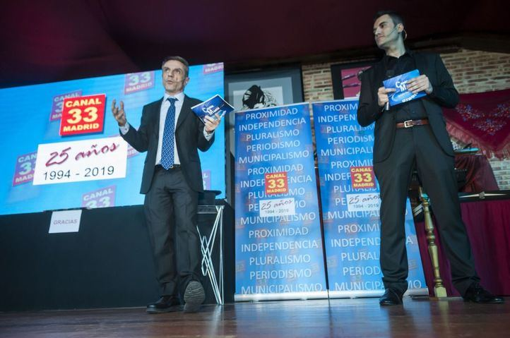 El fundador y director de Canal 33, Enrique Riobóo de la Vega, y el periodista Julio de la Fuente
