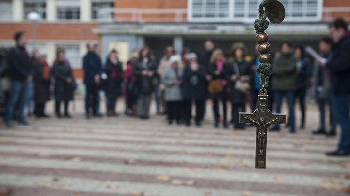 Rezos y rosarios contra un seminario satánico en la Complutense