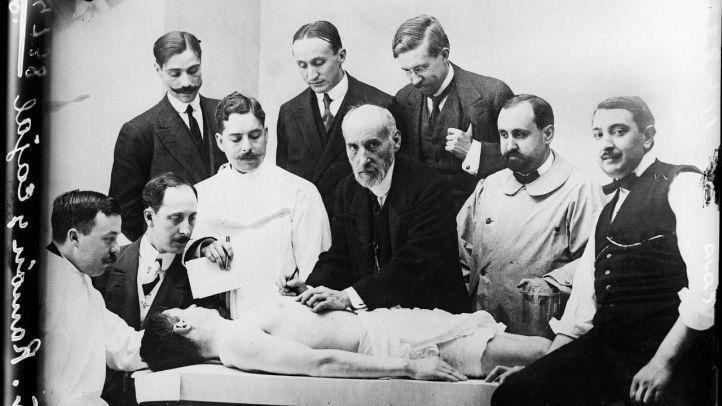 Clase de diseccion de Ramon y Cajal tomada en 1915