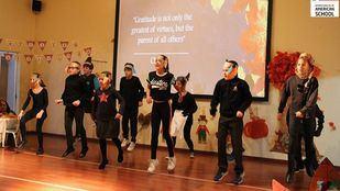 Actuación de los alumnos en el Día de Acción de Gracias.