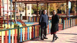 El delegado de Medio Ambiente, Borja Carabante, y la concejala de Moncloa-Aravaca, Loreto Sordo, visitan el parque Antonio Machado.