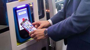 El pago con tarjeta o móvil se extiende a todos los autobuses de la EMT