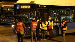Huelga de la EMT: largas esperas y aglomeraciones tras el