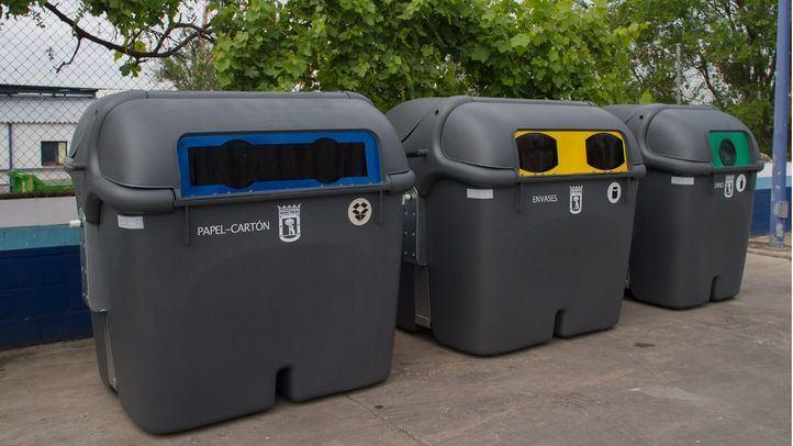 Imagen de archivo de contenedores de basura