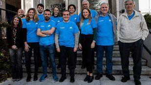 Los participantes en la actividad de voluntariado junto con Rafael Herrador