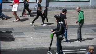 La DGT publica una nueva instrucción sobre el uso de patinetes eléctricos que aclara la normativa para vehículos de movilidad personal