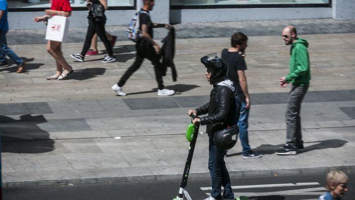 Multas de entre 200 y 1000 euros por ir ebrio o usar el móvil al conducir patinetes