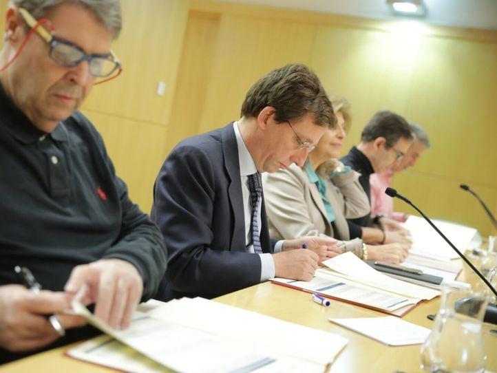 Almeida y los sindicatos acuerdan convocar 1.687 plazas de empleo público para 2019