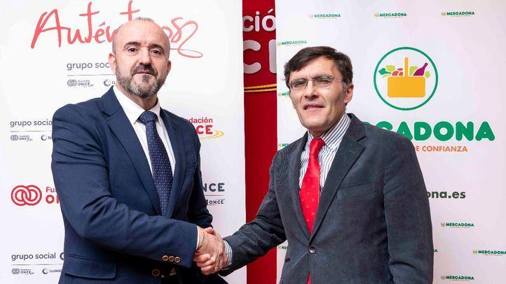 Alberto Durán, vicepresidente ejecutivo de Fundación ONCE, y José Elías Portalés, director de contratación de RRHH de Mercadona.