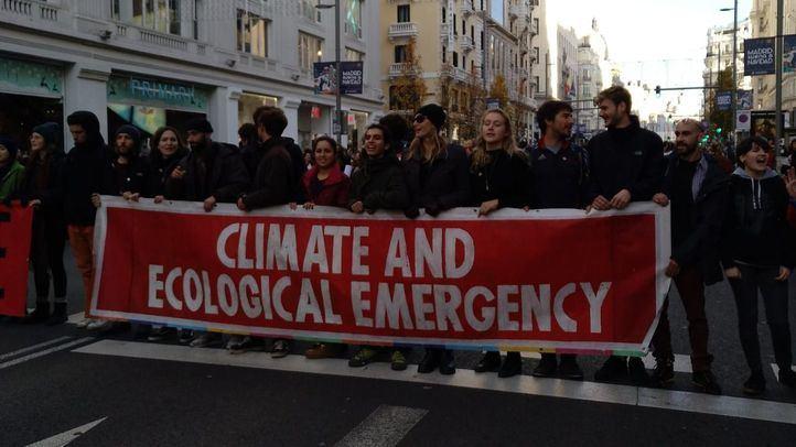 La Gran Vía sufre cortes debido a una movilización para reclamar acción ante la urgencia climática
