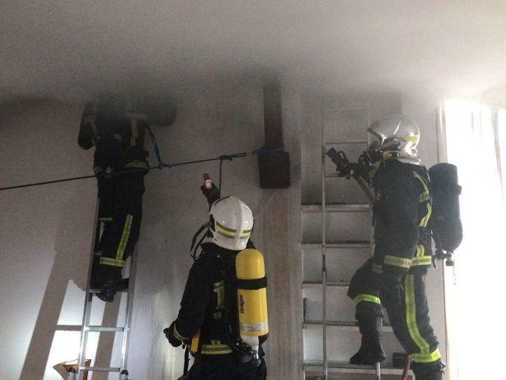 Cuatro dotaciones de bomberos han hecho falta para controlar un incendio en Valdemorillo