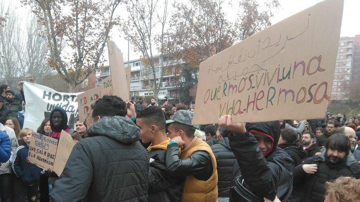 Manifestación frente al Centro de Primera Acogida de Hortaleza para pedir el fin del discurso del odio