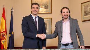Pedro Sánchez y Pablo Iglesias firman el acuerdo de gobierno