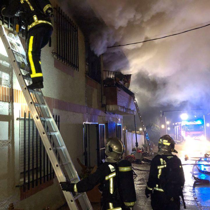 Extinguido un virulento incendio en una vivienda de Serranillos del Valle