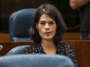 La diputada de Podemos Isa Serra en un Pleno de la Asamblea de Madrid.