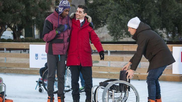 Javier Fernández inaugura la pista de hielo de la plaza de Colón: parte de la recaudación se destinará a la inclusión social