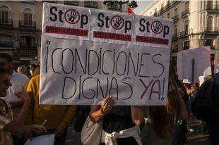 Un centenerar de personas se concentran en Sol para protestar en defensa de su trabajo de interpretación de signos para sordos
