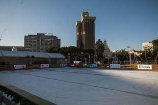 Vista de la pista de hielo de la Plaza de Colón