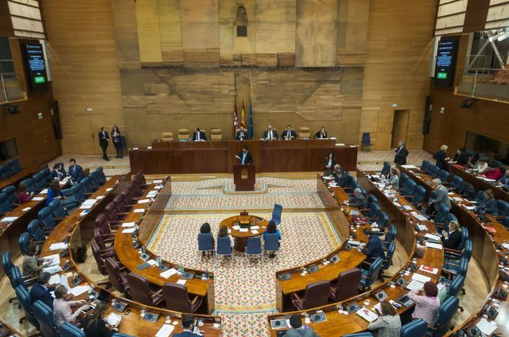 """La Asamblea solicita al Gobierno que """"tienda a introducir"""" el cheque escolar"""