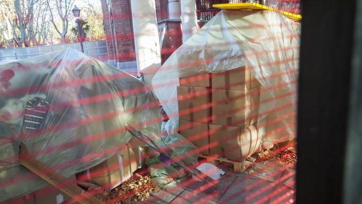 Los 15.000 libros de La Dragona, abandonados a la intemperie