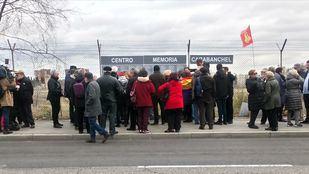 Reinstalación del memorial a los presos de la cárcel de Carabanchel