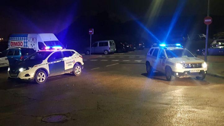 La Guardia Civil y la Policía Local de San Martín de la Vega han detenido a cinco personas por la quema de contenedores en el municipio
