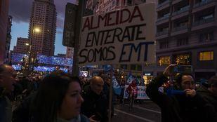 Pancarta de la manifestación de los trabajadores de la EMT en plena Gran Vía el pasado viernes.