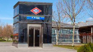 Acceso en la estación de Metrosur de El Casar.