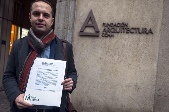 Calvo, en la sede del COAM para recurrir el archivo de su denuncia contra Monasterio.
