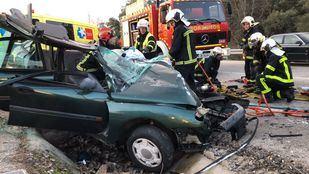 Los servicios de emergencias en el lugar del accidente.