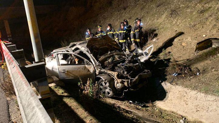 Tres jóvenes han fallecido y uno ha resultado herido de gravedad al salirse de la vía en la M-50