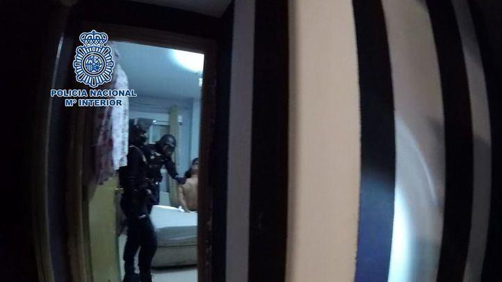 Registro de una de las viviendas y detención de los atracadores