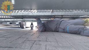 Rescatado un hombre tras quedar atrapado bajo una puerta metálica en Getafe