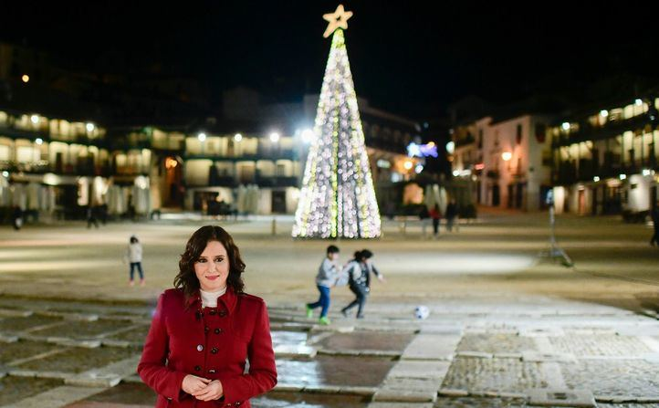 Isabel Díaz Ayuso, presidenta de la Comunidad de Madrid, felicita el Año Nuevo desde Chinchón.