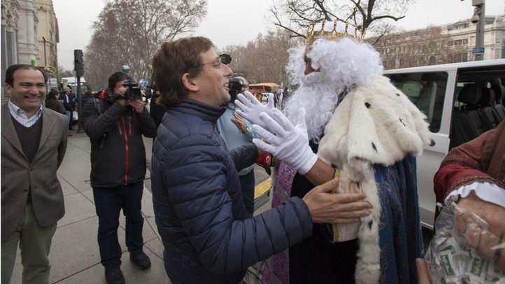 Los Reyes Magos, en taxi para visitar a los niños del Marañón y a Almeida