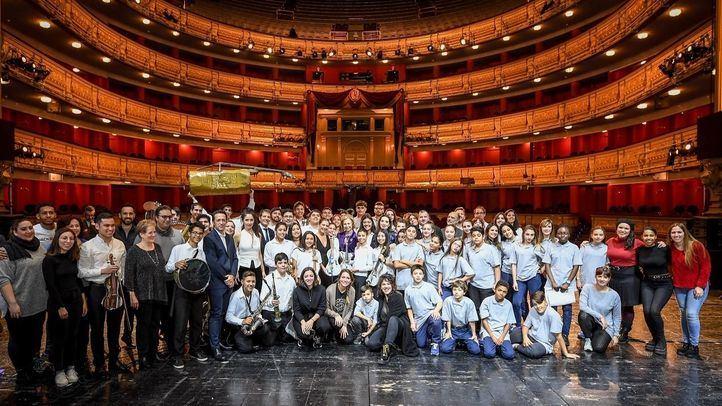 La Orquesta de Instrumentos Reciclados de Cateura vuelve a colgar el cartel de entradas agotadas en el Teatro Real de Madrid.