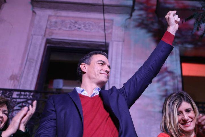 Pedro Sánchez celebra el resultado del PSOE tras las elecciones del 10-N.