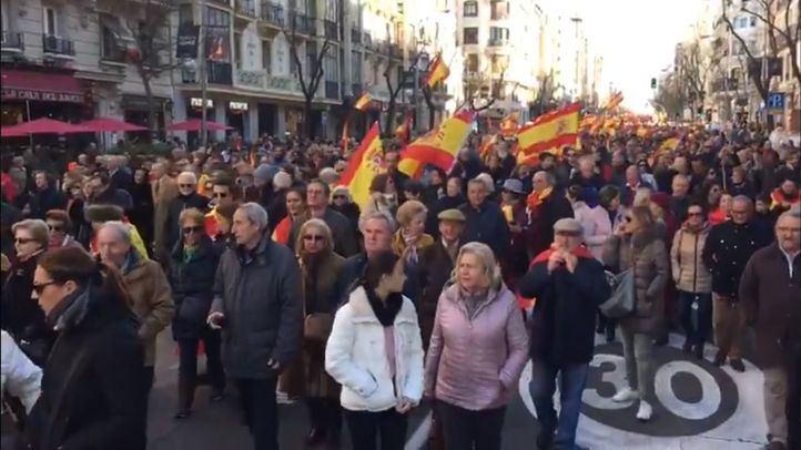 La manifestación 'Por el futuro de una España unida' ha llegado con sus protestas hasta el Congreso