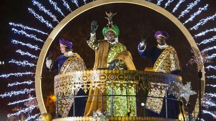 El rey Baltasar saluda a los presentes
