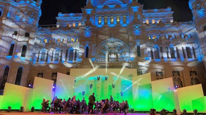 La Orquesta de la Música del Reciclaje emociona a los asistentes de la Cabalgata