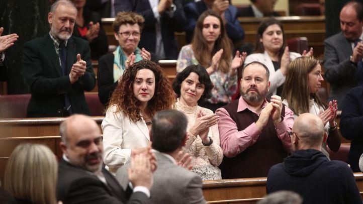 Sin sorpresas en una votación ajustada: Sánchez, presidente