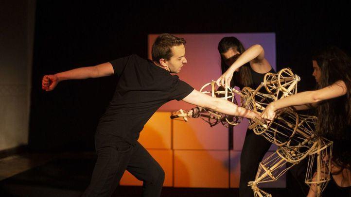 Un grupo de teatro rompe moldes en el escenario para difundir la cultura clásica